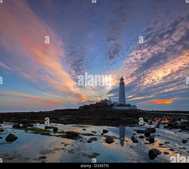 St marys lighthouse stock photos st marys lighthouse stock images alamy for Waves swimming pool whitley bay