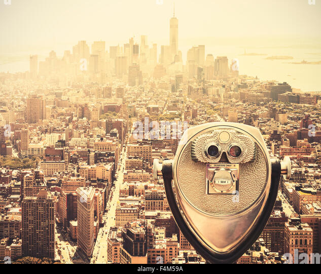 Retro vintage toned tourist binoculars over Manhattan Skyline, New York City, USA. - Stock-Bilder