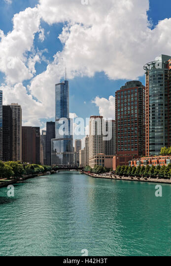 Looking down the Chicago River, Chicago, Illinois - Stock Image