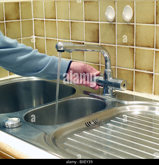 how to take a tap off a sink