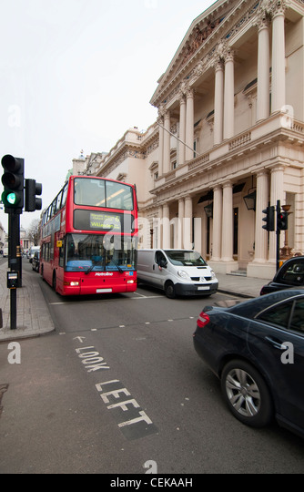 rush hour london bus stock photos rush hour london bus stock images alamy. Black Bedroom Furniture Sets. Home Design Ideas