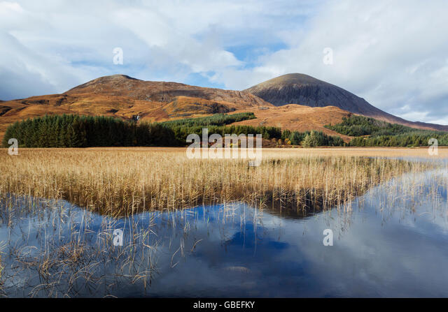 Beinn Dearg Bheag (L) and Beinn Na Caillich (R) overlooking the reed infilled Loch Cill Chriosd, Isle of Skye, Scotland - Stock Image