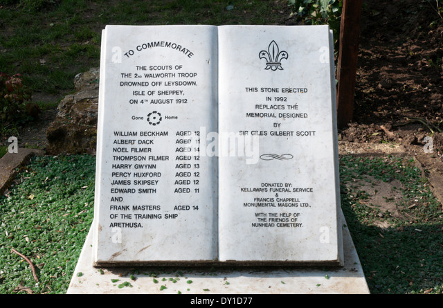 A memorial in Nunhead Cemetery to a group of boy scouts killed in the Leysdown tragedy. SEE DESCRIPTION FOR DETAILS. - Stock Image