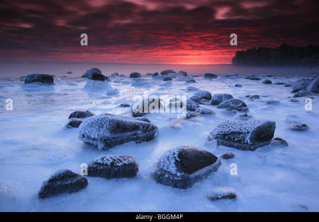 Frozen coastal landscape at dawn, at Larkollen in Rygge, Østfold fylke, Norway. - Stock-Bilder