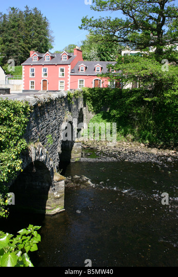 The 3 arch stone bridge over the River Lennon in Ramelton, County Donegal, Ireland - Stock Image