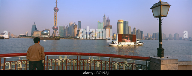 China, Shanghai, Bund and Pudong busness center - Stock Image