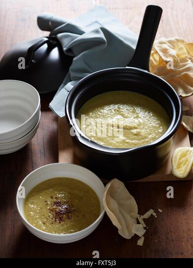 High angle view of curried parsnip soup with papadums - Stock Image