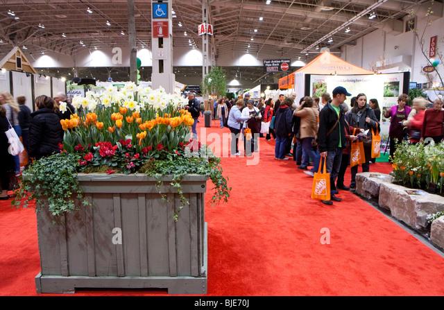 red carpet crowd flower gardening show - Stock Image
