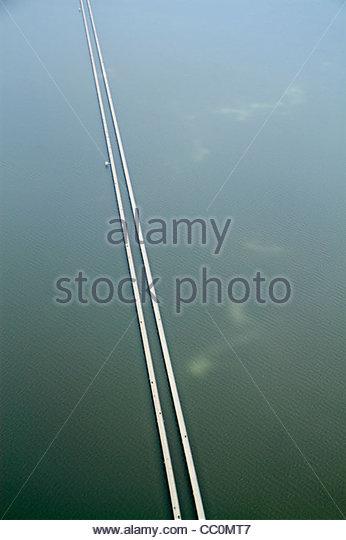 Louisiana New Orleans Lake Pontchartrain Causeway aerial view world's longest bridge perspective line length - Stock Image