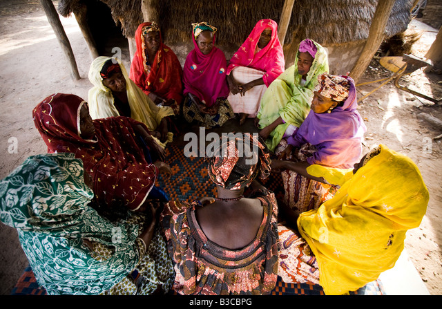 A group of women gather to discuss in the village of Darou Hidjeratou, Senegal - Stock Image