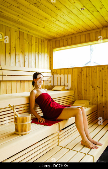 frau fickt in der sauna. Black Bedroom Furniture Sets. Home Design Ideas