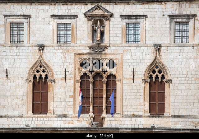 Detail of windows of the facade of Sponza Palace, Dubrovnik, Croatia - Stock Image