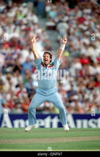 Cricket World Cup 1992 - Australia: Australia v. England at Sydney. England won by 8 wickets. Australia 171 (49 - Stock Image