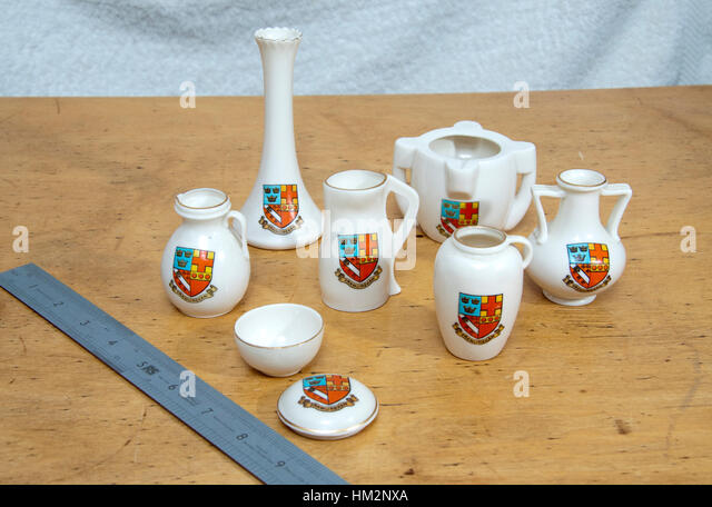 Seven pieces of Goss and Goss lookalike china inscribed Framlingham and a shield - Stock Image