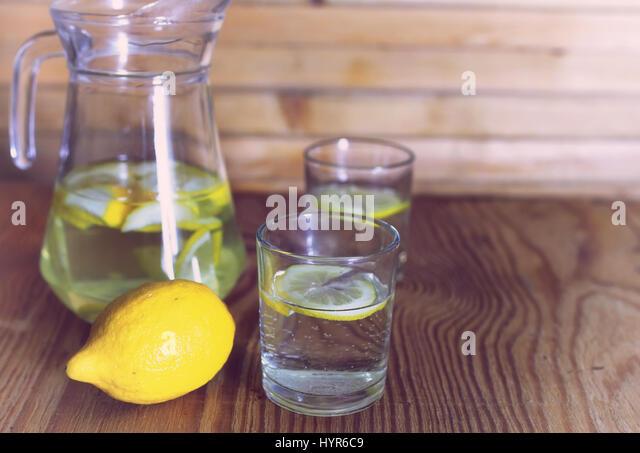 how to make a glass of fresh lemonade
