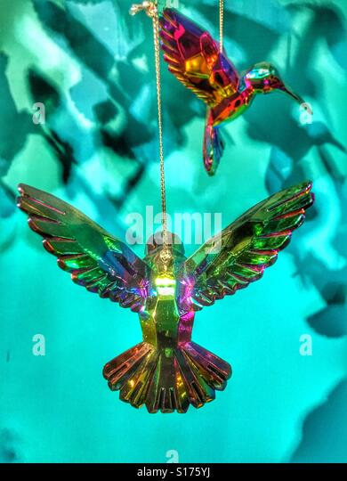 Modern Christmas tree decorations. Glass hummingbirds - Stock-Bilder