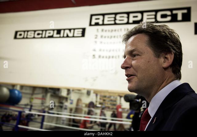 Deputy Prime Minister Nick Clegg visiting Manchester boxing gym - Stock Image