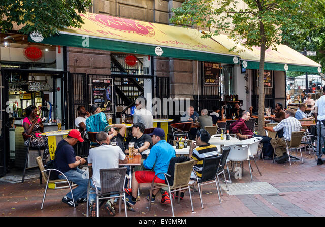 Cape Town South Africa African City Centre center Green Market Square restaurant alfresco tables - Stock Image