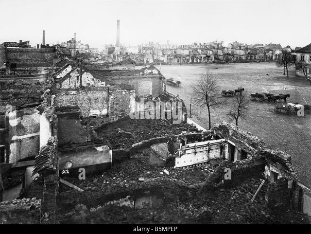 9 1914 8 26 A1 1 E East Front view of a town in ruins photo World War I Eastern Front Battle near Tannenberg Masuren - Stock-Bilder
