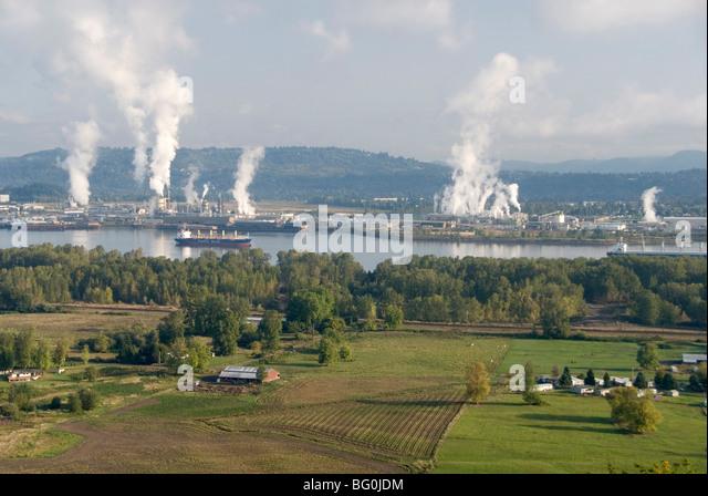 Lumber mills along Columbia River, Kelso, Washington State, United States of America, North America - Stock Image