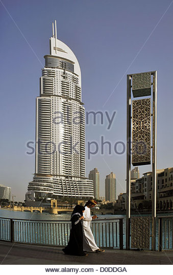 Dubai couple stock photos dubai couple stock images alamy for Best hotels in dubai for couples