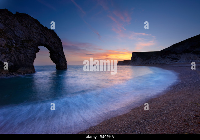 Durdle Door at dusk, Jurassic Coast (UNESCO World Heritage Site), Dorset, England, UK - Stock-Bilder