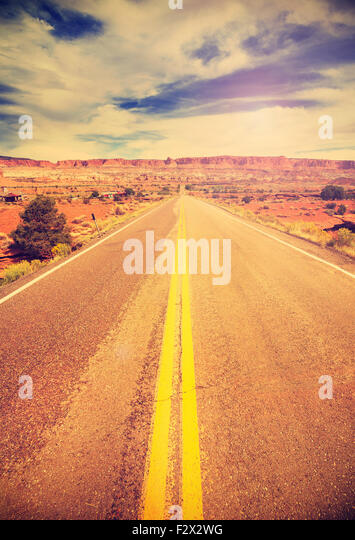 Retro vintage filtered picture of a country highway, USA. - Stock-Bilder