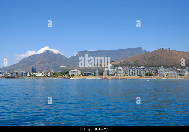 A view from the sea of Table Mountain and Sea Point in Cape Town - Stock-Bilder
