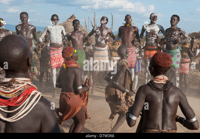 Karo people with body paintings participating in a tribal dance ceremony, Omo River Valley, Southern Ethiopia - Stock-Bilder