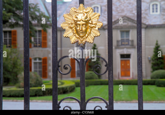 Rhode Island Newport Bellevue Avenue Champ Soleil built 1929 French Norman chateau front gate detail - Stock Image