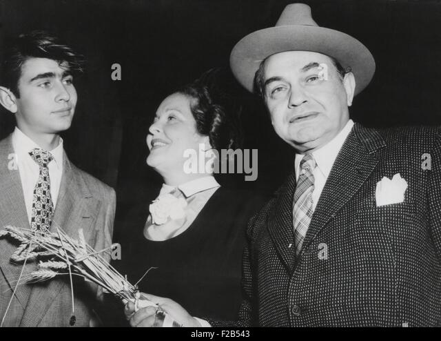 Actor Edward G. Robinson, with his wife, Gladys Lloyd, and son, Edward G. Robinson Jr. in Paris. June 23, 1948. - Stock Image