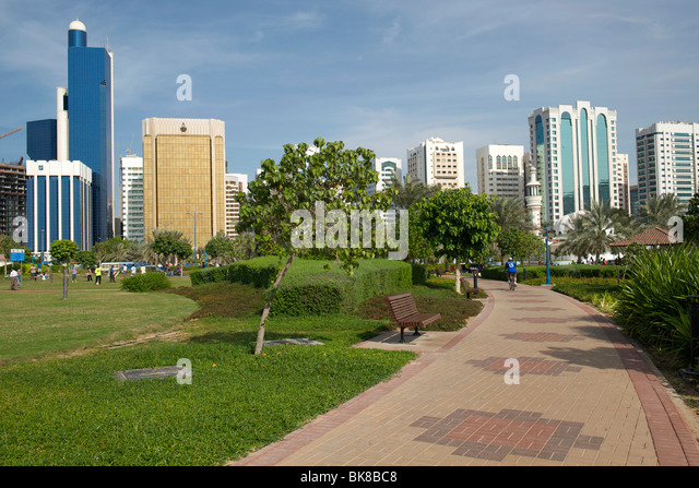 Buildings and green space in Abu Dhabi, the UAE. - Stock Image