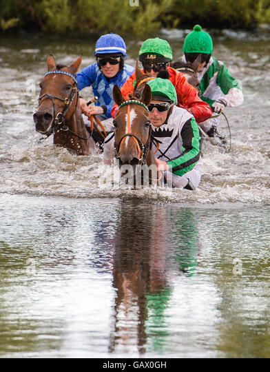 Hamburg, Germany. 5th July, 2016. Participants ride through a puddle during the lake hunt race in the context of - Stock Image