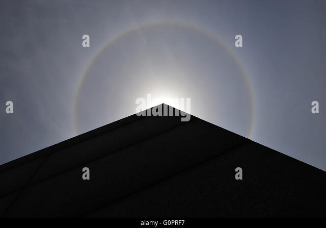 Ningbo. 4th May, 2016. Photo taken on May 4, 2016 shows the solar halo in Ningbo, east China's Zhejiang Province. - Stock Image