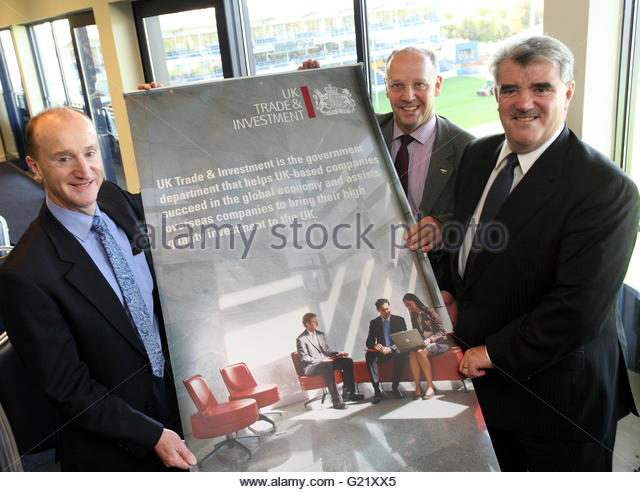 L) Peter Richings Jaguar Land Rover, Stephen Taylor, Worcestershire LEP, R) Doug Mahoney, West Midlands Trade  Director - Stock Image
