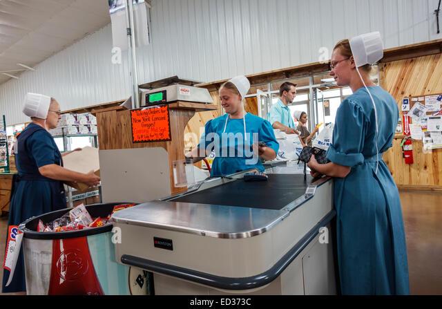 Illinois Arthur Beachy's Bulk Foods grocery store supermarket shopping Amish clothing woman employee working - Stock Image