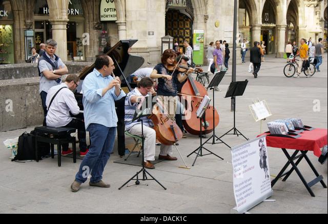 Street musicians on Marienplatz, Munich, Germany - Stock-Bilder