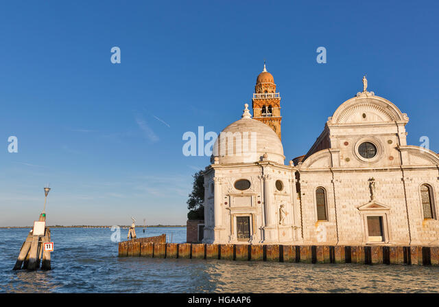 how to get to san michele venice