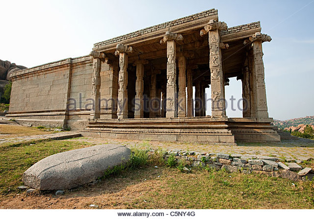 Ancient ruins of Hindu temple, Hampi, Karnataka, India - Stock-Bilder