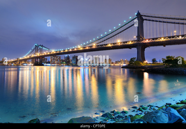 Manhattan Bridge spanning the East River towards Manhattan in New York City. - Stock Image