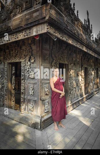 Myanmar (Burma), Mandalay Division, Mandalay, Shwe Nandaw Kyaung, Burmese monk - Stock-Bilder