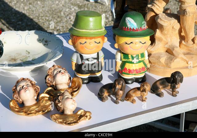Flohmarkt; Fund; Flohmarktfund; Kitsch; Kitschfiguren; kurios; Muenchen; Theresienwiese - Stock-Bilder