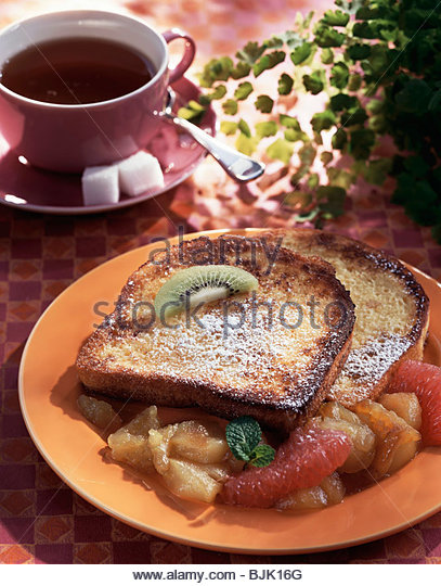 'Poor knights' (French toast) with fruit - Stock Image