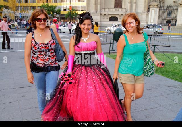 Lima Peru Plaza de Armas public square park teen Quinceañera quince Hispanic girl woman mother daughter gown - Stock Image