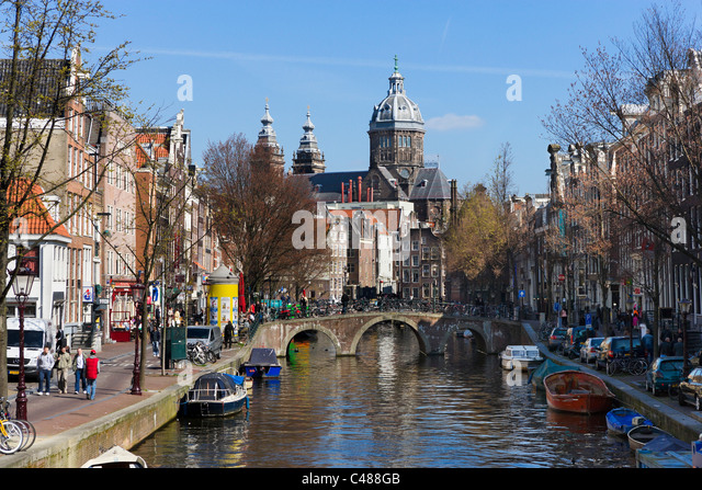 The Sint-Nicolaaskerk (Church of St Nicholas) at the end of the Oudezijds Voorburgwal, Amsterdam, Netherlands - Stock Image
