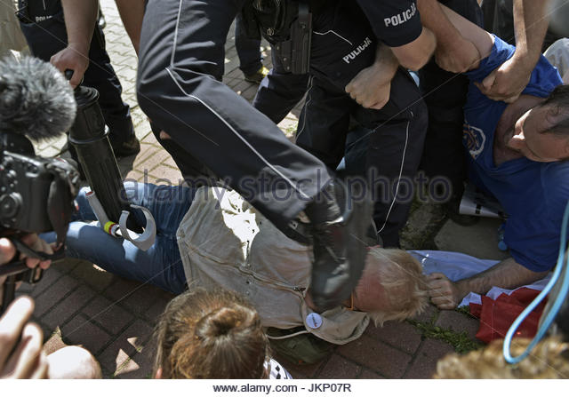 Warsaw, Poland. 24th July, 2017. Protesters are being manhandled by police officers during a peaceful demonstration - Stock Image
