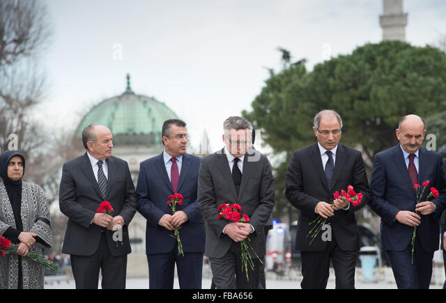 Istanbul, Turkey. 13th January, 2016. German Interior Minister Thomas De Maiziere (3rd from right) bows his head - Stock Image