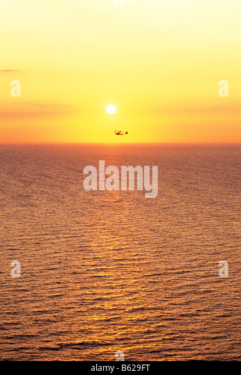 EXPERIMENTAL AIRCRAFT AT SUNSET OVER LAKE ERIE NEAR PRESQUE ISLE STATE PARK, ERIE, PENNSYLVANIA, USA - Stock Image