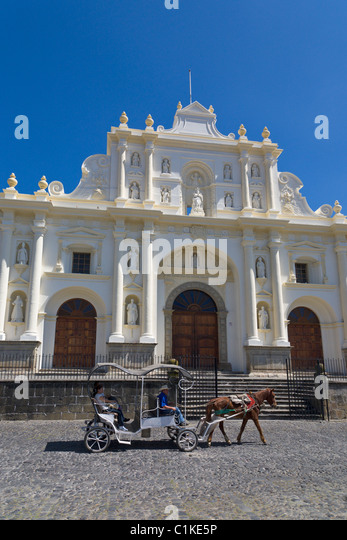 Horse and carriage ride outside the San Jose Cathedral, Antigua, Guatemala - Stock Image