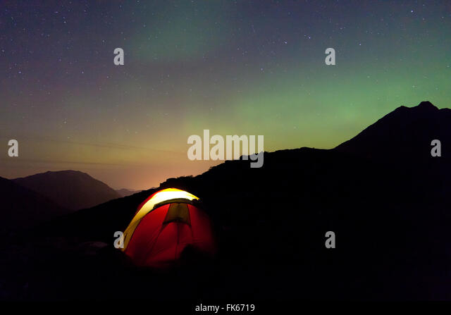 Aurora Borealis and tent at Litlefjellet in the Romsdalen valley, Møre og Romsdal, Norway. - Stock-Bilder